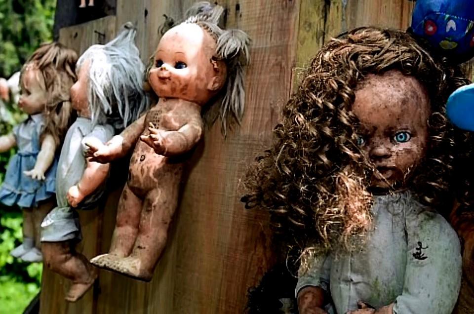 Остров заброшенных кукол, страшные места