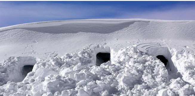 Землянки из снега для большой группы
