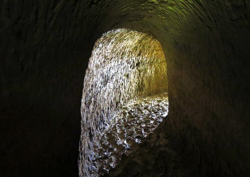 Самотечный водопровод конца XIX века под Керчью. Подземелья Керчи